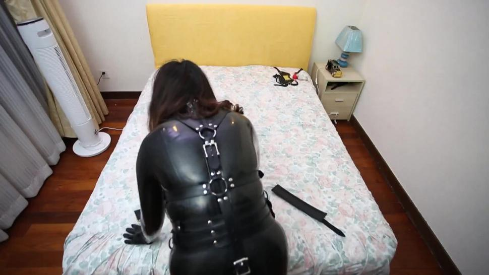 fx-tube com the latex slave girl self bondage on bed
