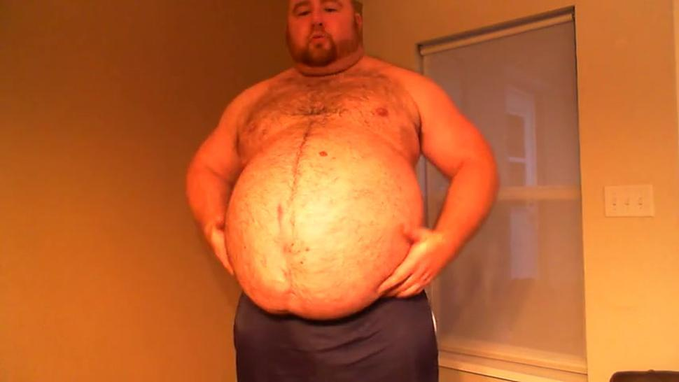 Muscle Chub Shows Off Ball Gut