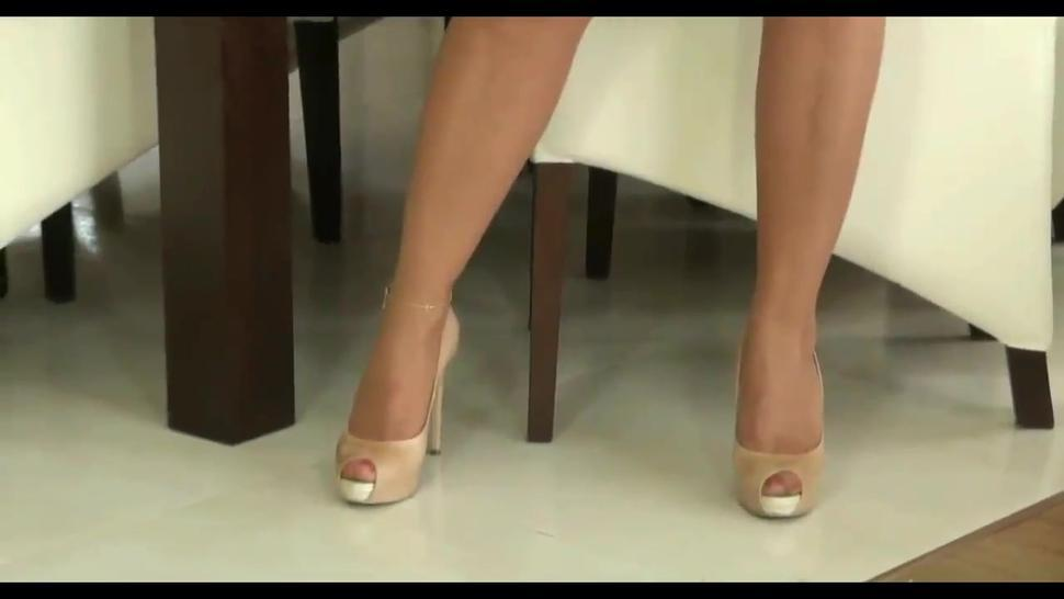 Posh MILF in tight dress teases with booty in pantyhose