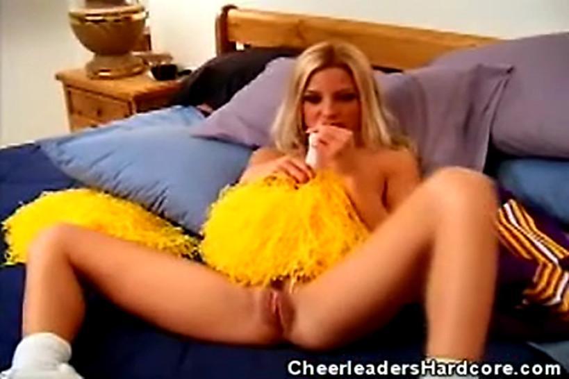 CHEERLEADERS HARDCORE - A Blonde Cheerleader and Hardcore Fucking
