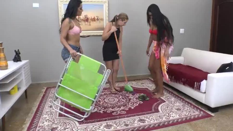 Brazil 2 Girls Trample Slippers Flip Flop