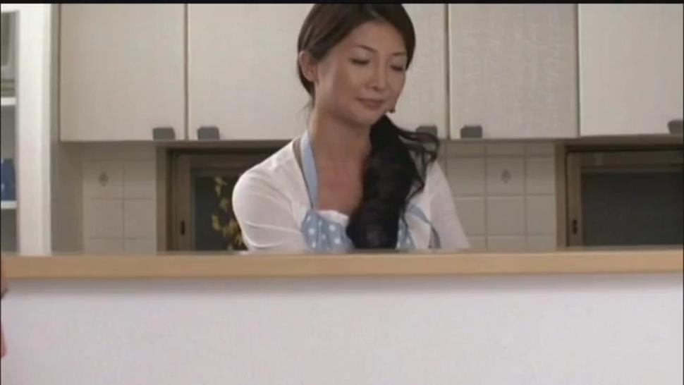 Japanese mom-Chisa 2