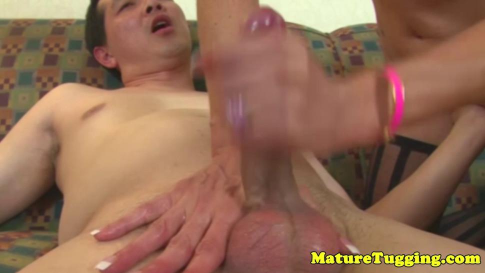Twerking mature in stockings jerking off dude