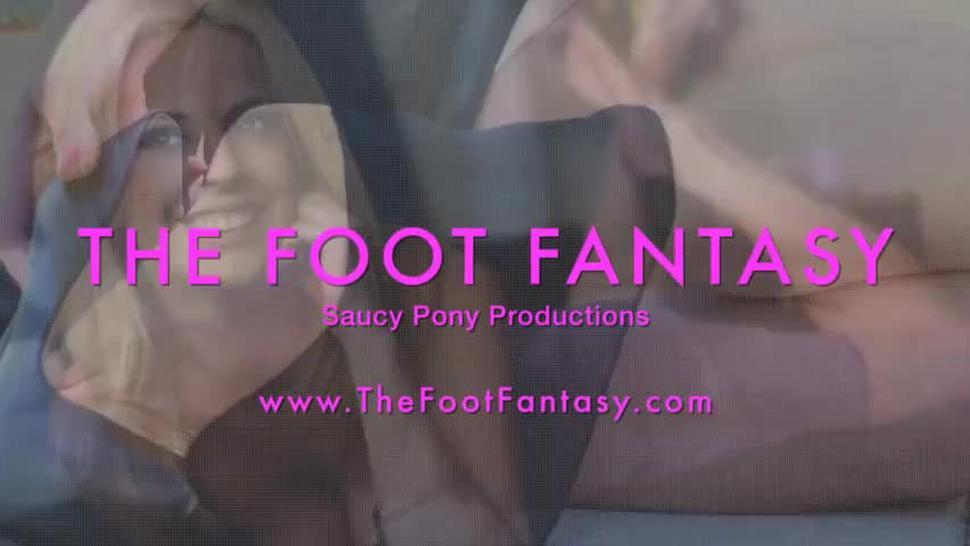 The Foot Fantasy - NAOMI SWANN'S SWEATY FEET IN BOOTS