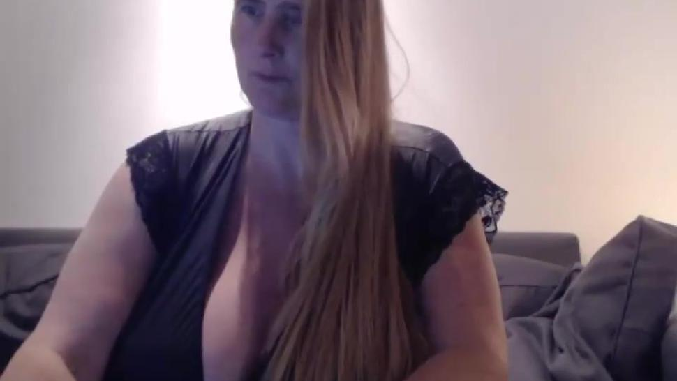 Dutch BBW shows boobs