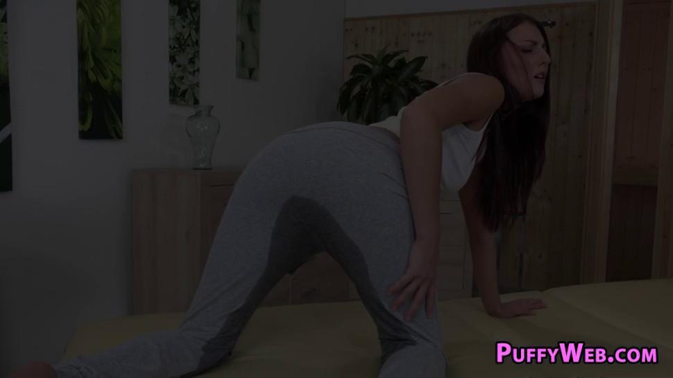 Sexy Babe Enjoys Pissing Herself with Masturbation
