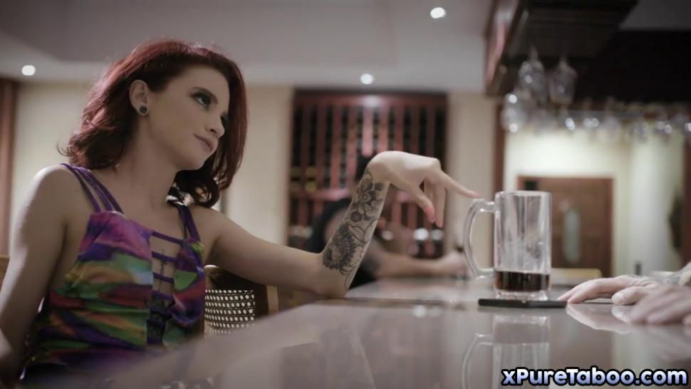 Lola Fae rocks in this scene and squirts all over