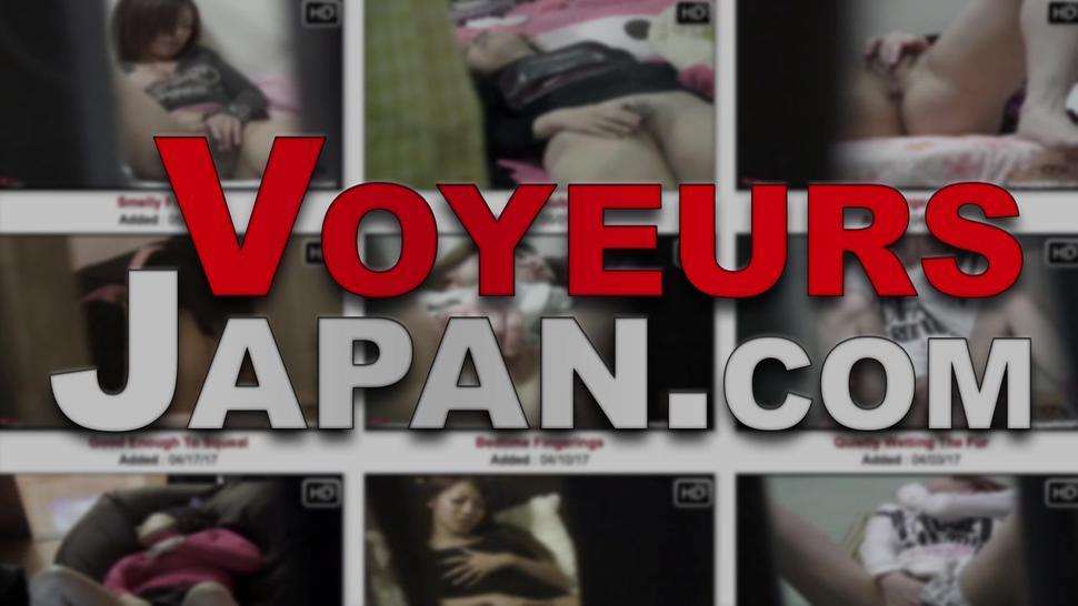 VOYEUR JAPAN TV - Hot japanese babe fingers her own pussy