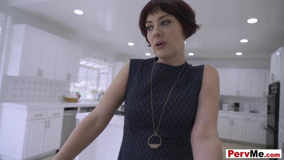 Jessica Ryan the hot stepmother discovers online taboo porn