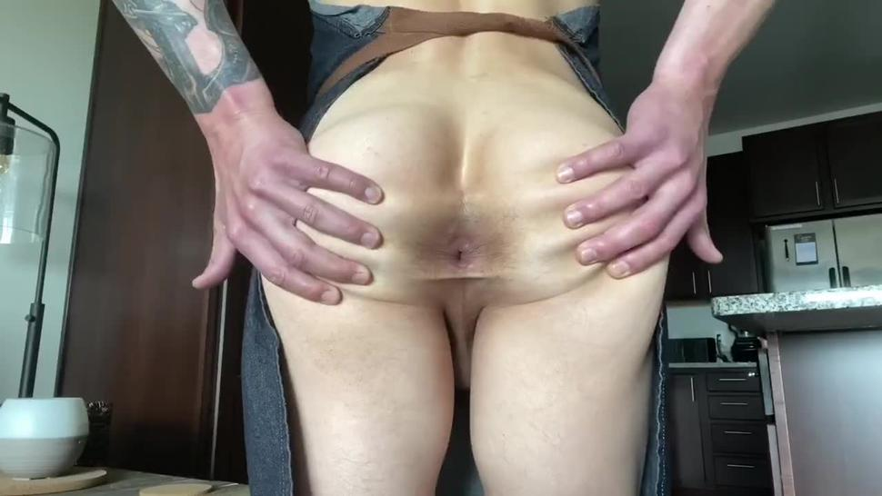 Naked Cooking Masturbation Bubble Butt Big Cock Oiled Up Muscle Hunk Cooks & Cums On Food & Eats It