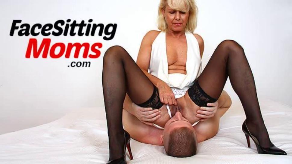 Licking 50 y old vagina of stockings cougar Tanya