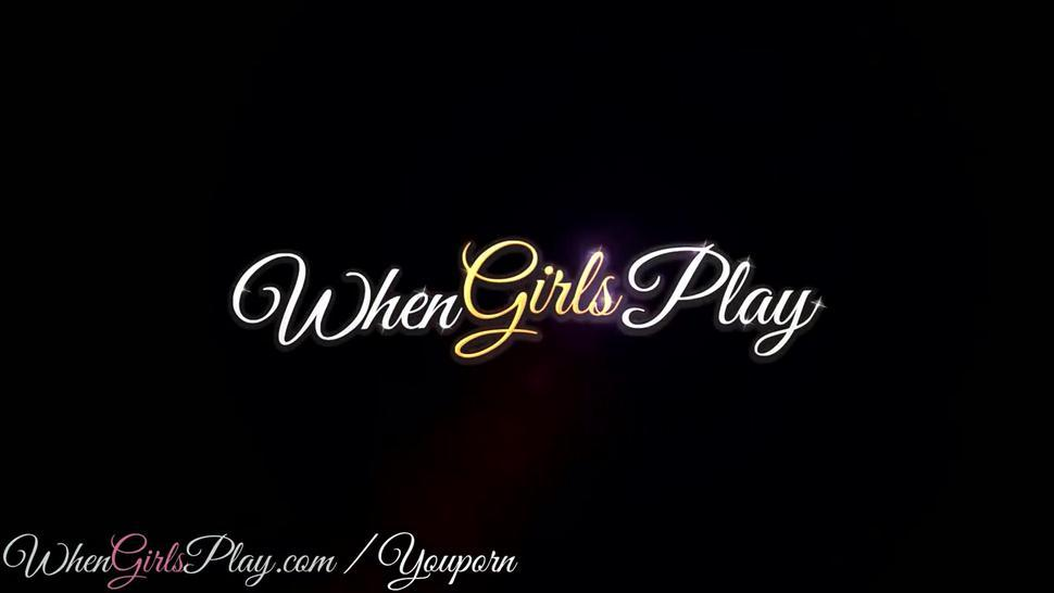 When Girls play - Two teens have a little fun
