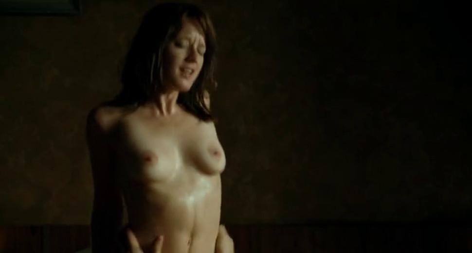Ludivine Sagnier nude - Lennemi public n1 - 2008