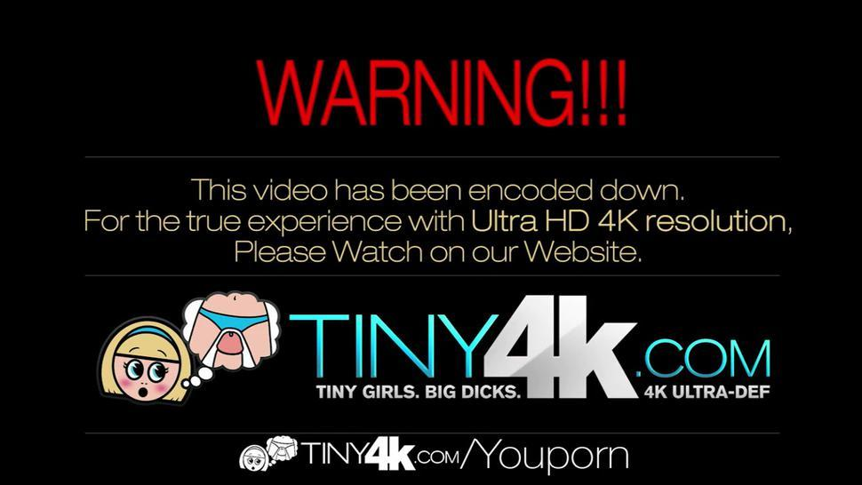 TIny4K - Johnny pulls Michelle Taylor pants down for a screw