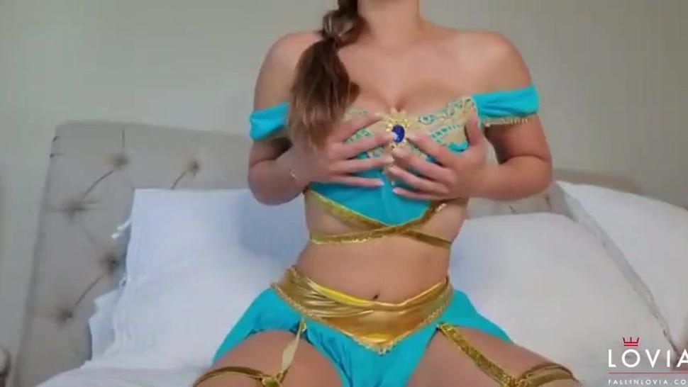 Eva Lovia - Lamp Rub