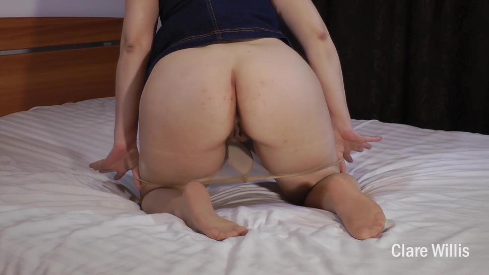 I love the feeling of the butt plug, it makes me touch myself - ClareWillis