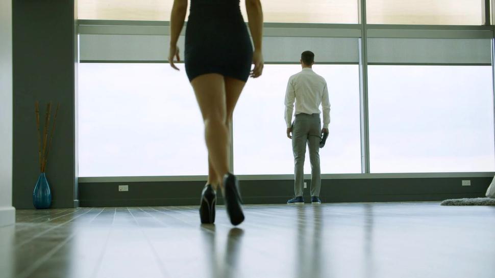 Teen minx seduces personal trainer on wild anal sex