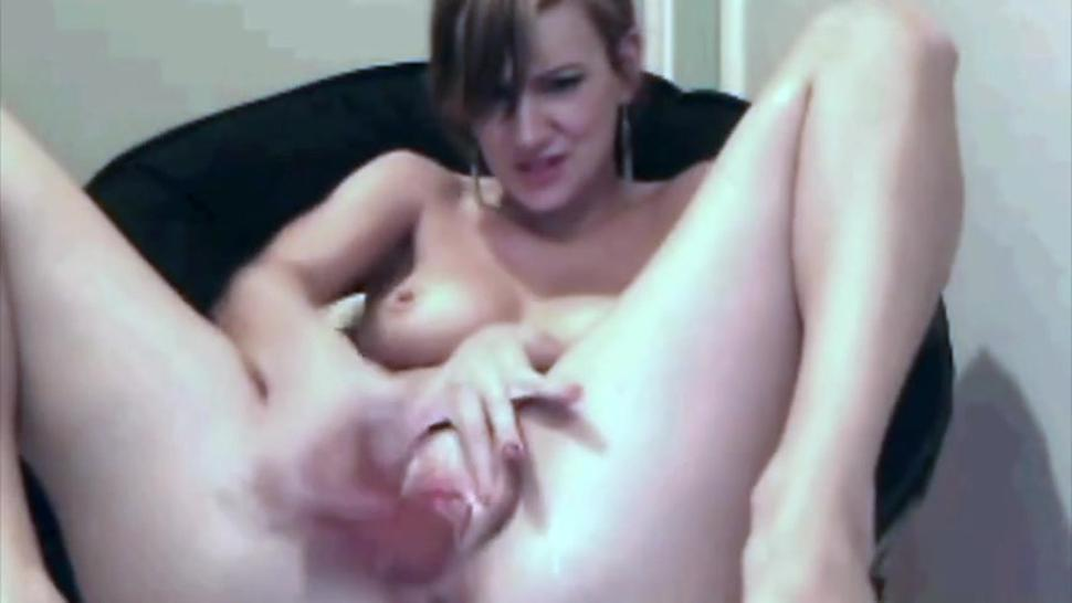 Cam Girl Squirts Her Computer