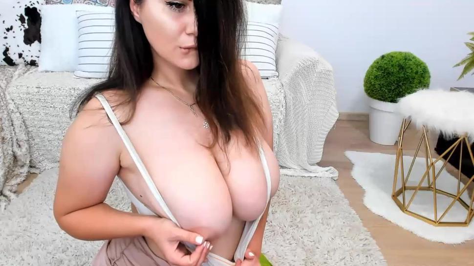 busty cam girl