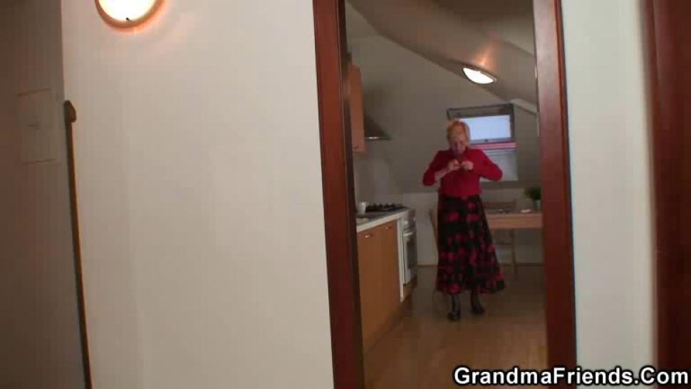 GRANDMA FRIENDS - Old grandma spreads legs for two repairmen