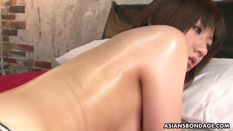 ASIANS BONDAGE - Shiori Natsumi likes to get  to cum with sex toys