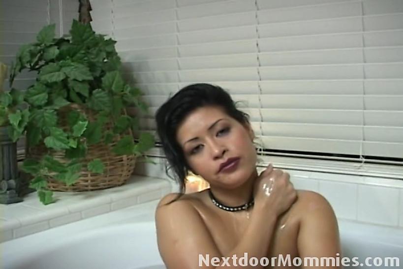 NEXTDOOR MOMMIES - Big breasted latin mom gives handjob