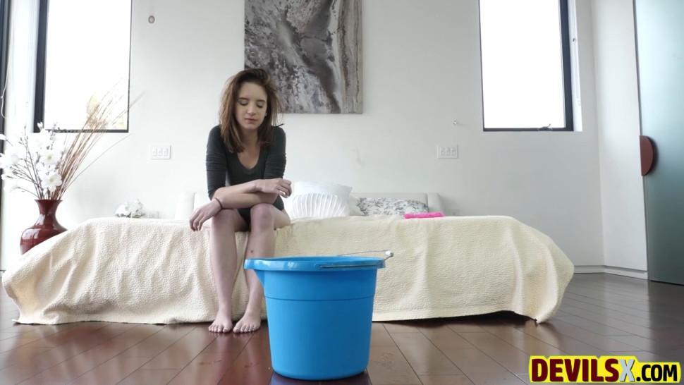 Lily Moon, Jayde Symz Fuck Her Neighbors Part 2