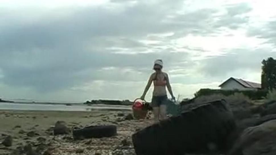 Girl Shows Bits Off At Beach