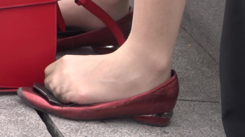 dirty nylon shoeplay i want to cum this beautiful shoe and nylon feet