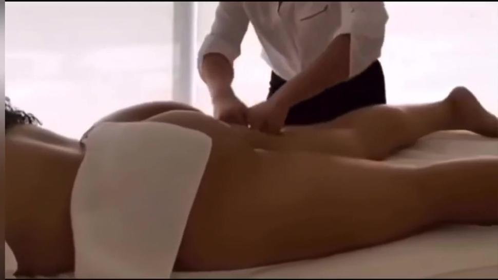 Jordyn Woods Booty Massage (SLOW MOTION)