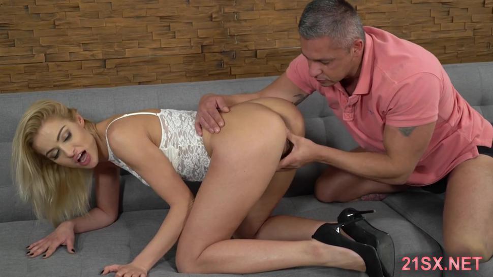 Bootylicious blonde enjoying hard butt-fucking