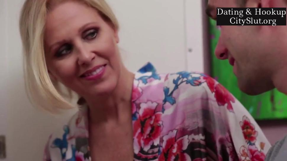 Busty stepmom Julia Ann Blonde American Big-tits Milf Star