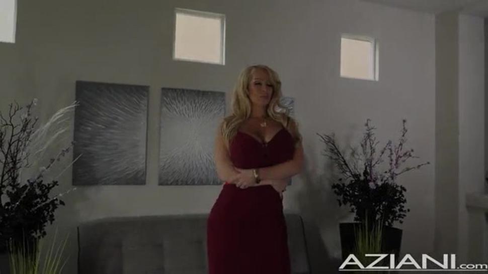 Aziani Alura Jenson Buxom Alura Shows Off Her Curves