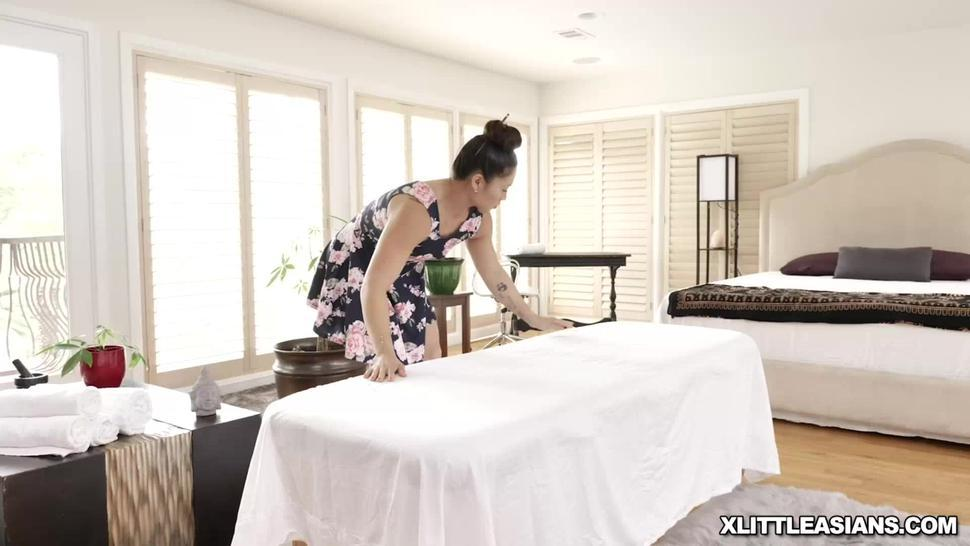 Black stud gets a hot handjob from the sexy masseur