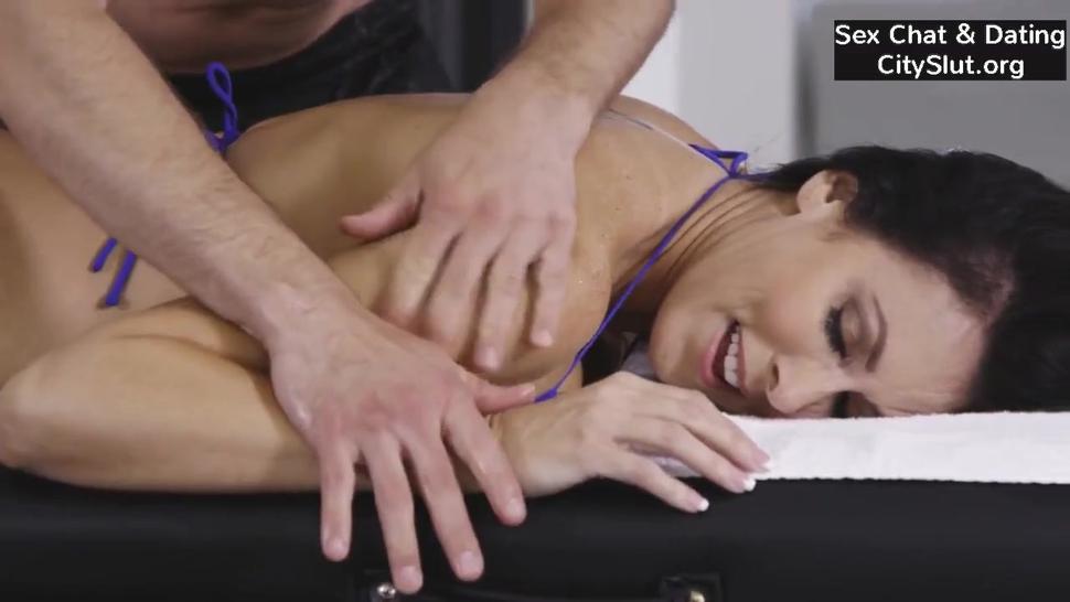 Big-tits Milf Reagan Foxx Massage Sex