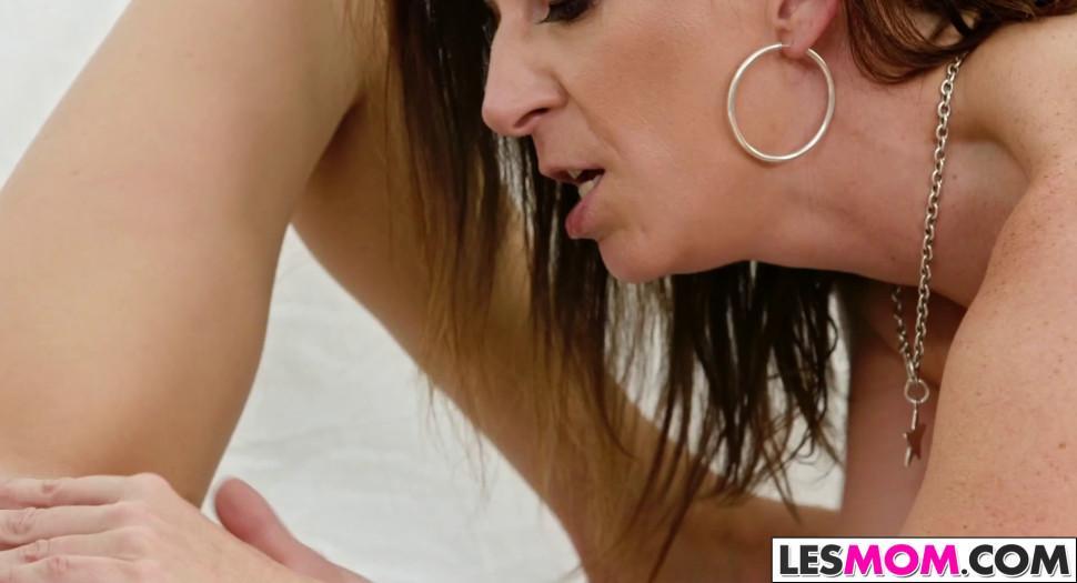 LESMOM - Stepmom Sara Jay wants to taste Kiley Jay - video 1