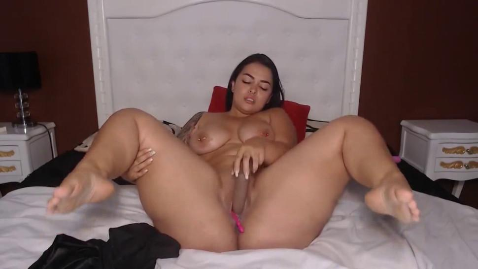 Huge booty ass and huge boobs babe ride on bbc dildo and deep suck