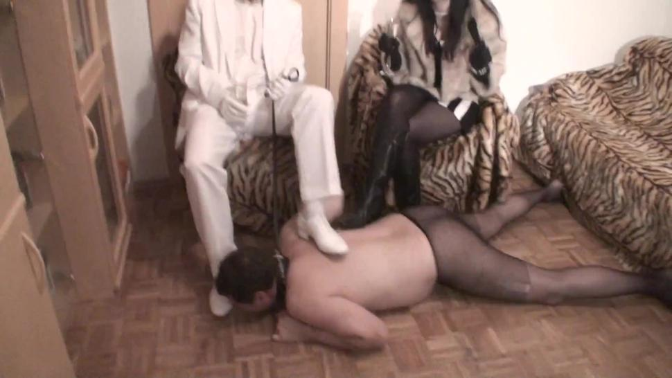Cuckold loser must screw the floor in pantyhose