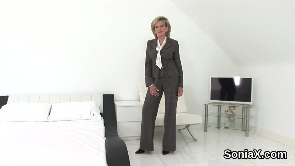 Adulterous english mature lady sonia pops out her massive boobs