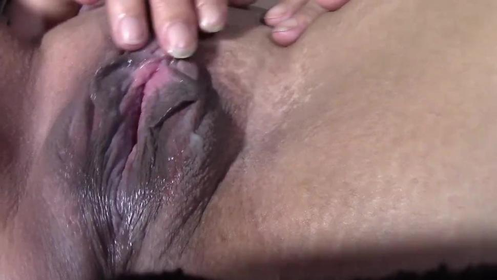 Electric toothbrush = Incredible orgasm - squirting - pissing - gaping pussy