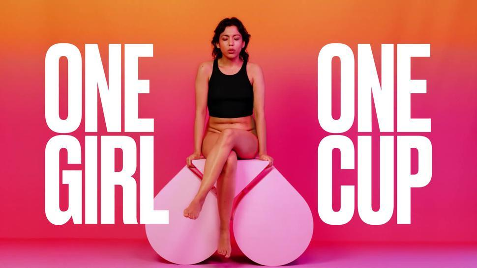 One Girl One Cup - The Workout (Cup einführen)