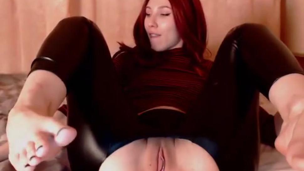 MASTRUBATION Redhead TEEN GIRL IN LEATHER SHINY PVC VINYL LEGGINGS