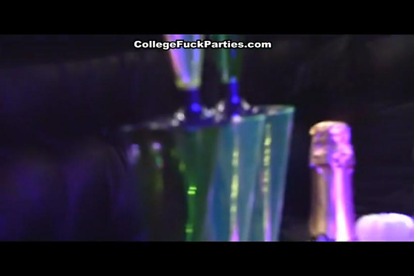 COLLEGE FUCK PARTIES - Seven girls hard fucked a stripper at a party