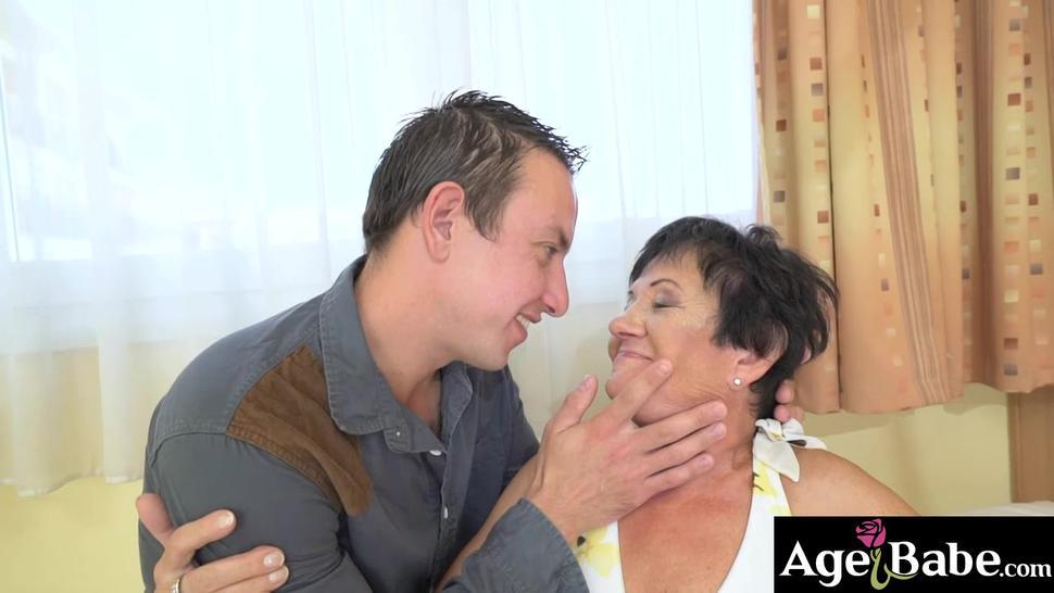 Watch granny Hettie eats Rob out on top of the BJ she gives him