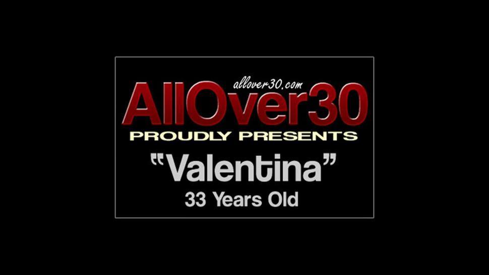 Golden Dildo Is Her Best Friend - Valentina Ross