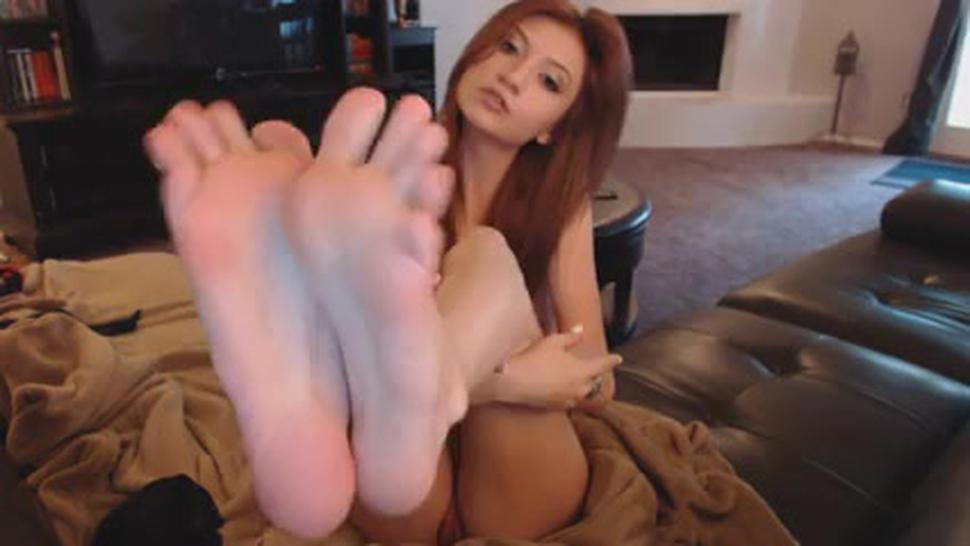 Toe Sucking And Pussy Fingering