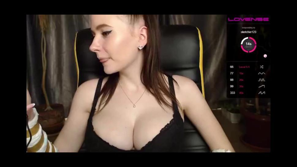 Big Perky Boobs Teen Bouncing Tits On Cam