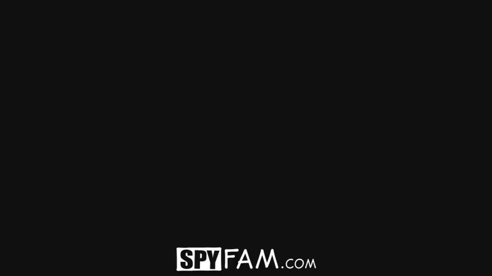 SPYFAM - Step Sister Gives Injured Step bro Sexual Healing