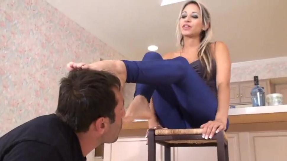 Findom (money slave) - Mistress Noe Feet worship