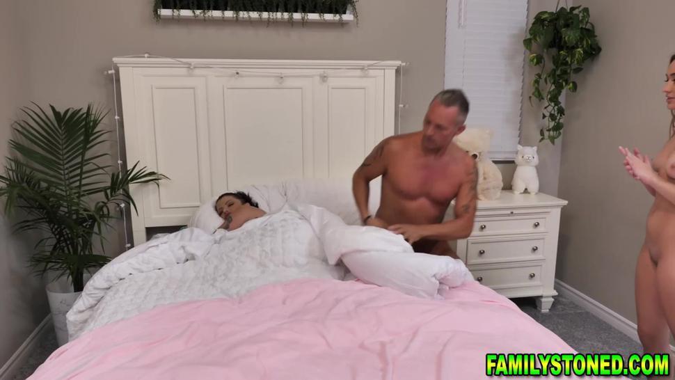 Joslyn James joins her stepdaughter Sera Ryder fucking her husband